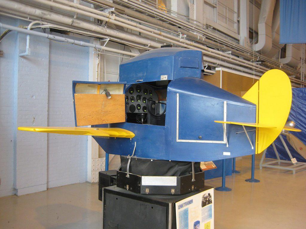 הסימולטור של Ed Link כפי שנשמר במוזיאון התעופה בקנדה